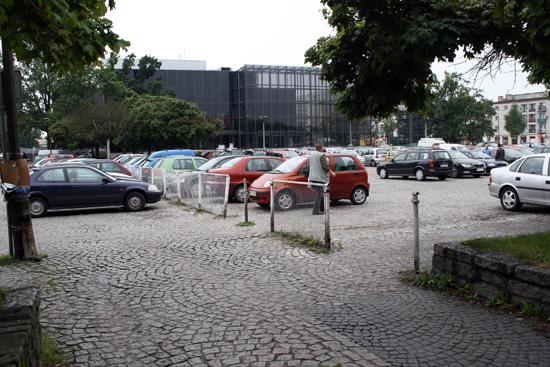 Zamkną parking. Zabierzcie samochody - Zdjęcie główne