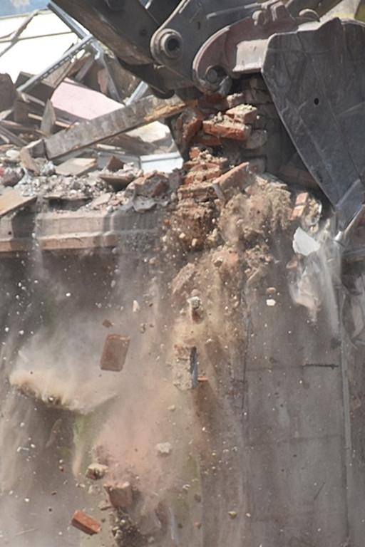 Rozbierają kamienicę w centrum miasta - Zdjęcie główne