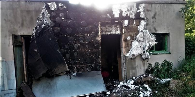 Płonął dom. Sąsiad ratował sąsiada [FOTO] - Zdjęcie główne
