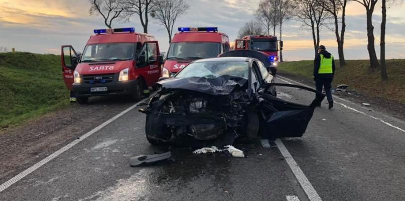 Czołowe zderzenie na trasie do Warszawy. Mężczyzna w bardzo ciężkim stanie - Zdjęcie główne