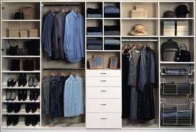 Architekt wnętrz pomaga zaprojektować praktyczną szafę - Zdjęcie główne