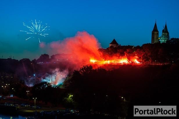 Tumy zapłonęły na czerwono [FOTO] - Zdjęcie główne