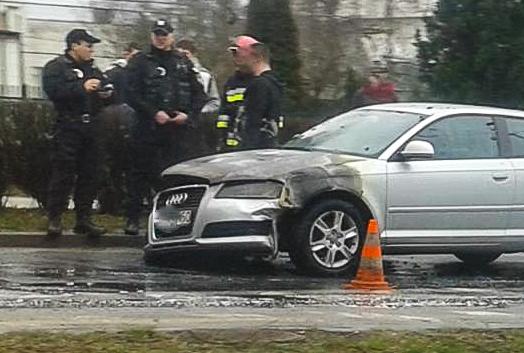 Przy zoo zapalił się samochód [FOTO] - Zdjęcie główne