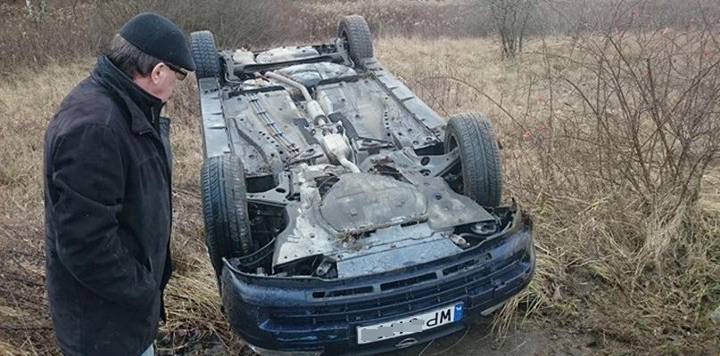 Samochód dachował na Grabówce - Zdjęcie główne