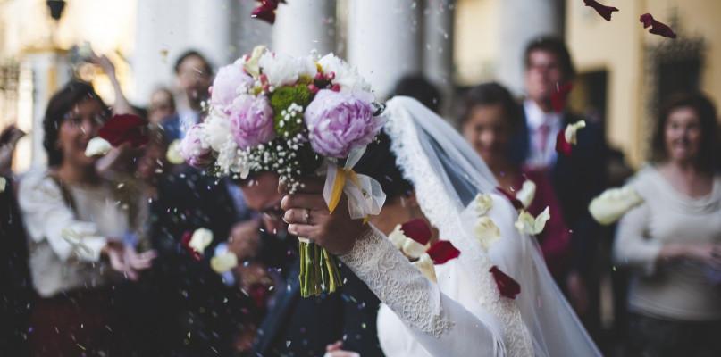 Zbyt rozrywkowa muzyka na ślubie kościelnym? Konieczny kurs - Zdjęcie główne