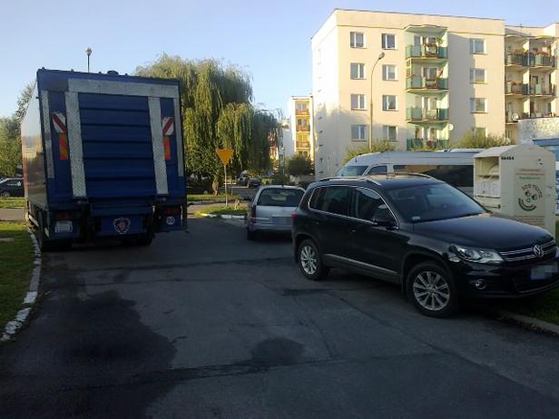 Tak wygląda parking przy spółdzielni[FOTO] - Zdjęcie główne