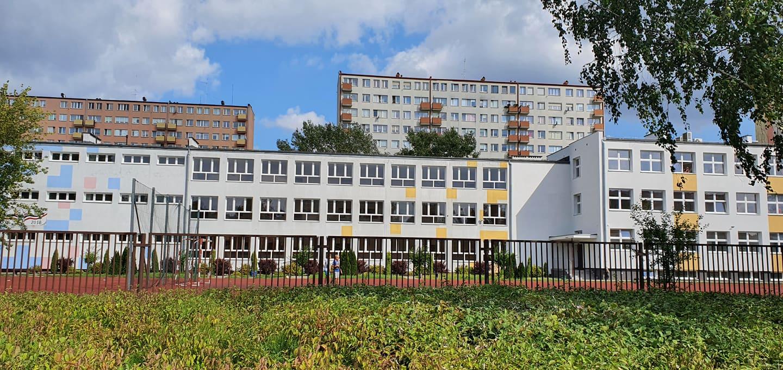"""Urządzania pustych budynków szkolnych po reformie oświaty ciąg dalszy. Co powstanie w skrzydle """"trójki""""? - Zdjęcie główne"""