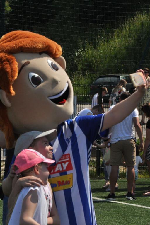 Tłumy płocczan na Dniu Dziecka na stadionie - Zdjęcie główne