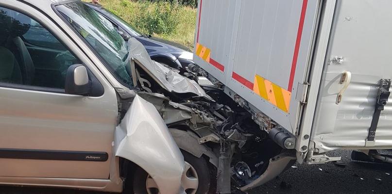 Jedna osoba ranna w zderzeniu z ciężarówką! - Zdjęcie główne