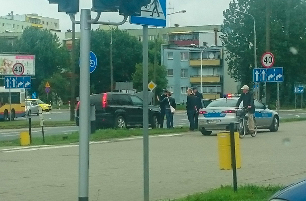 Zderzenie dwóch aut przy galerii[FOTO] - Zdjęcie główne