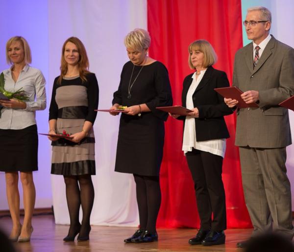 Nauczyciele nagrodzeni przez kuratorium i ministerstwo - Zdjęcie główne