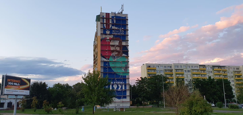 W Płocku powstaje gigantyczny mural. Z jakiej okazji? - Zdjęcie główne