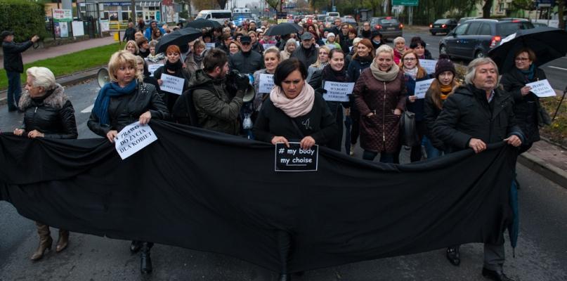Ruszył kolejny czarny protest. Znacznie mniej liczny [FOTO, FILM] - Zdjęcie główne