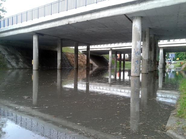 Po burzy: wiadukty i miasto zalane [FOTO] - Zdjęcie główne