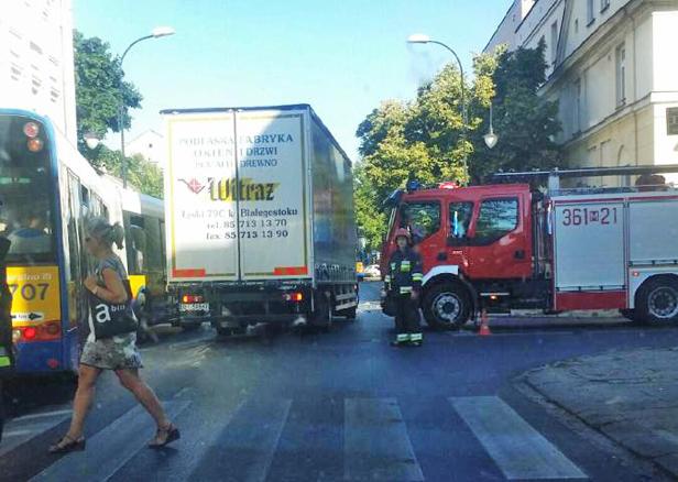 Zderzenie aut w centrum miasta [FOTO] - Zdjęcie główne