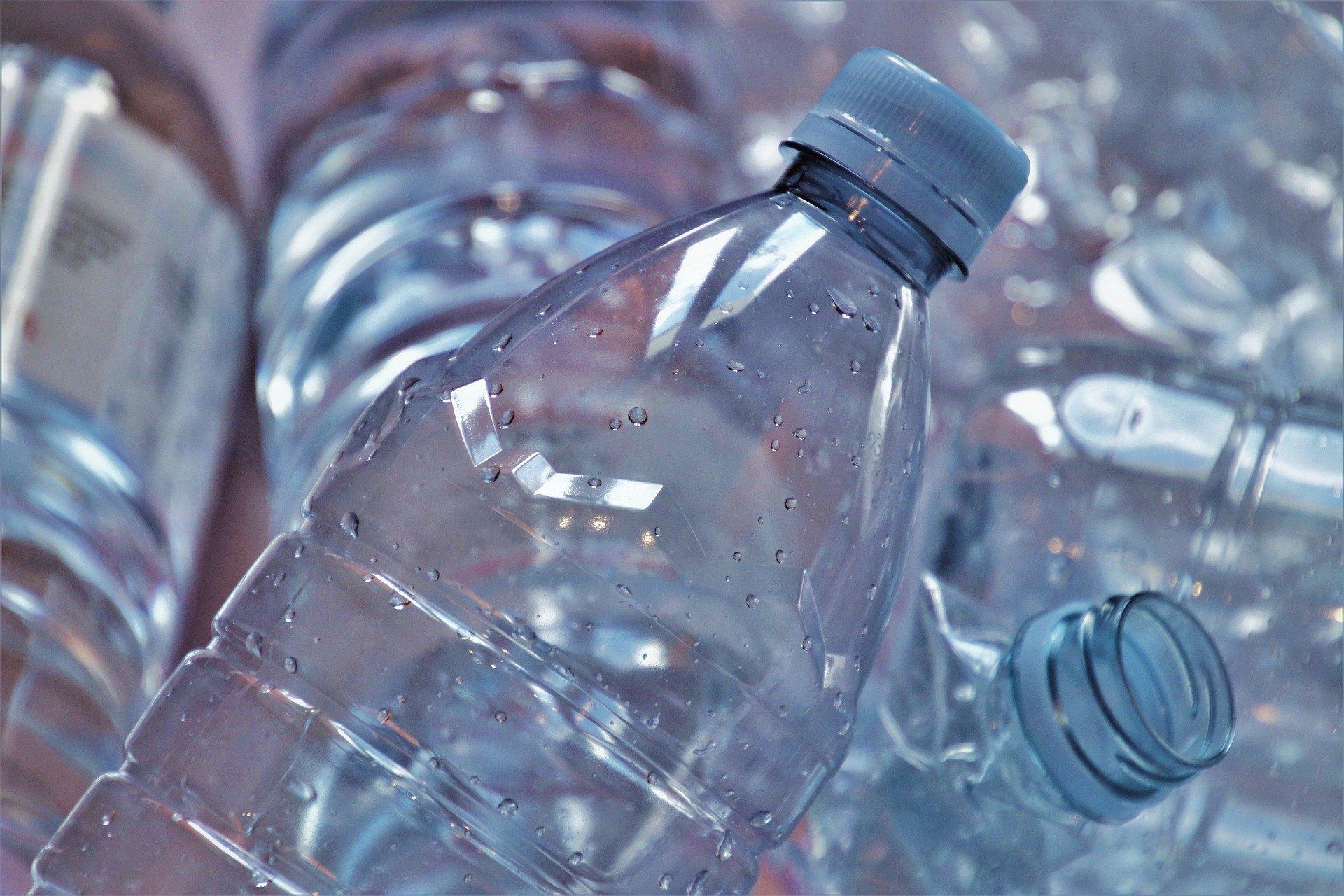 Jacek Ozdoba zapowiada system kaucyjny. Sprawdźcie, ile może kosztować puszka i plastikowa butelka - Zdjęcie główne