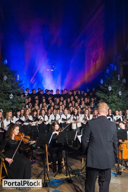 Chór Małachowianki zaśpiewał z Hanną Banaszak - Zdjęcie główne
