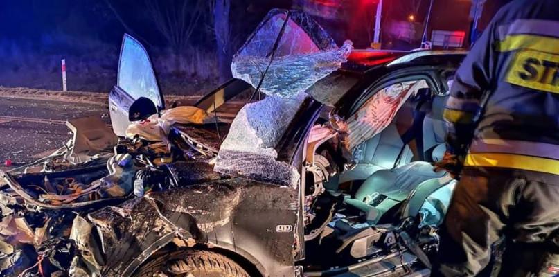 Wypadek. Jeden z kierowców zostawił pasażera i oddalił się z miejsca zdarzenia - Zdjęcie główne