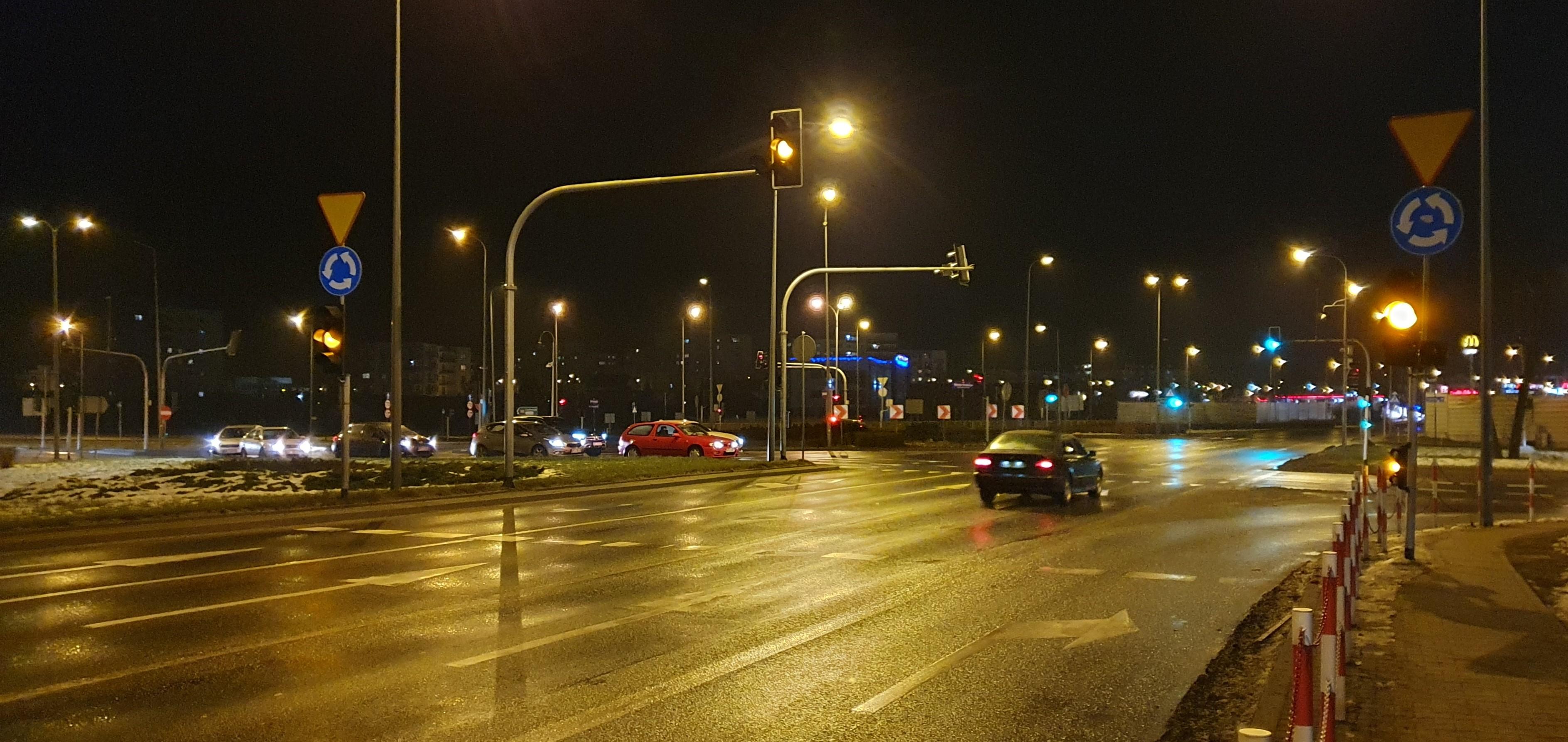 """Specjalny fotoradar nad """"Dzwonem"""". Kiedy urządzenie zawiśnie nad rondem w Płocku?  - Zdjęcie główne"""