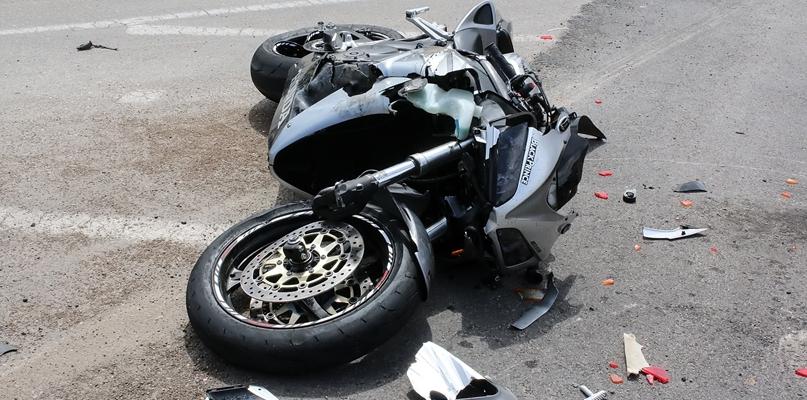 Zderzenie motocykla i samochodu - Zdjęcie główne