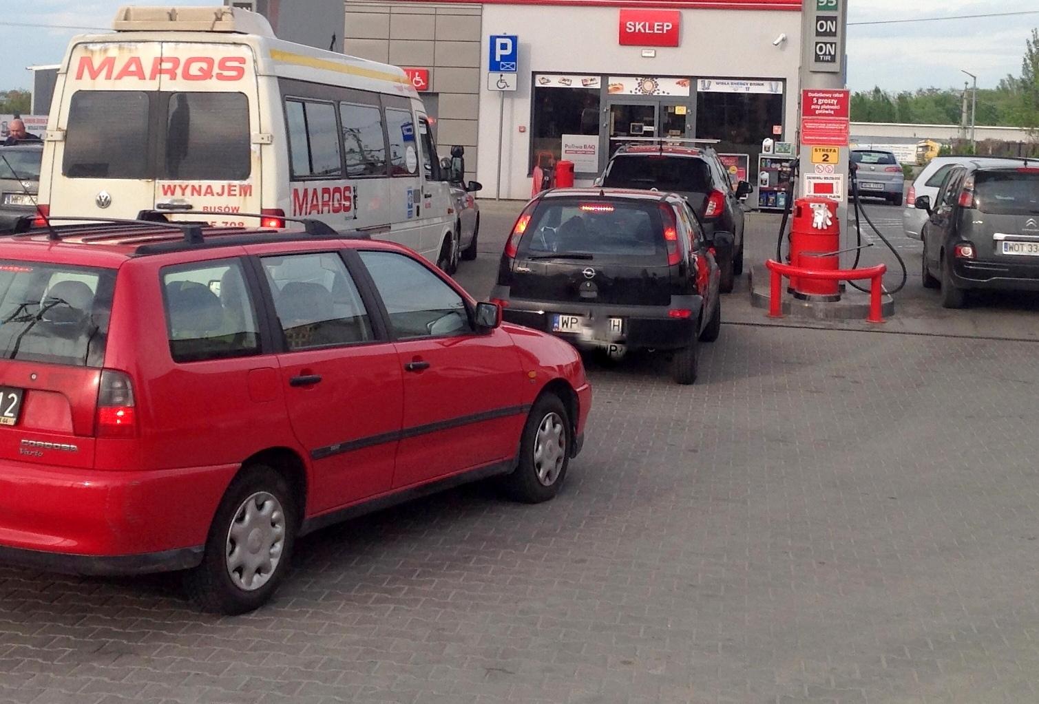 Benzyna w Płocku powyżej 6 zł/l. Straszą, że za półtora roku może być 8 zł. Dlaczego? - Zdjęcie główne