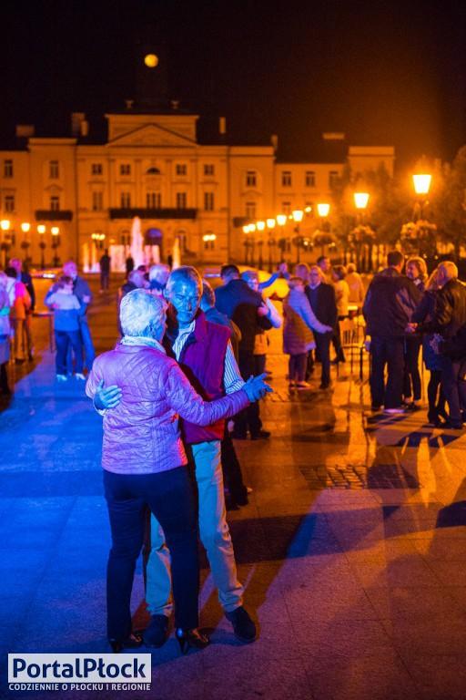 Noce chłodne, a potańcówki wciąż gorące - Zdjęcie główne