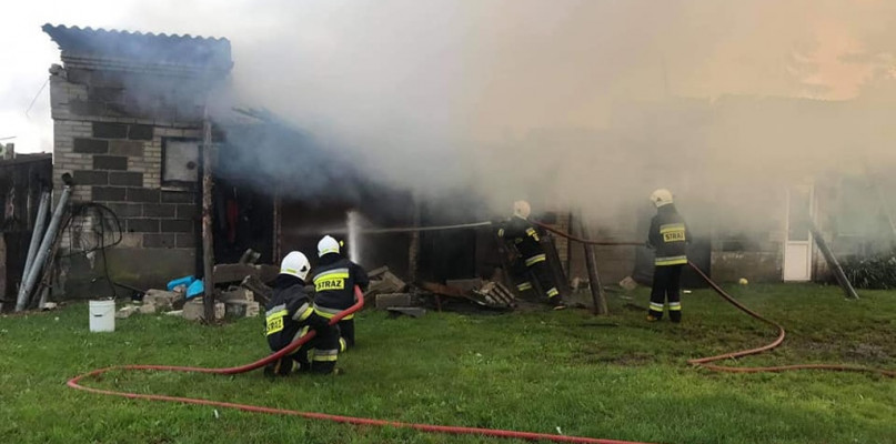 Pożar budynku. Interweniowało aż osiem zastępów straży - Zdjęcie główne