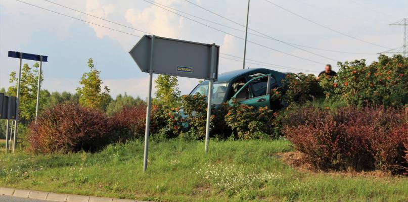 Kierowca pijany... wbił się w wysepkę[AKTUALIZACJA] - Zdjęcie główne