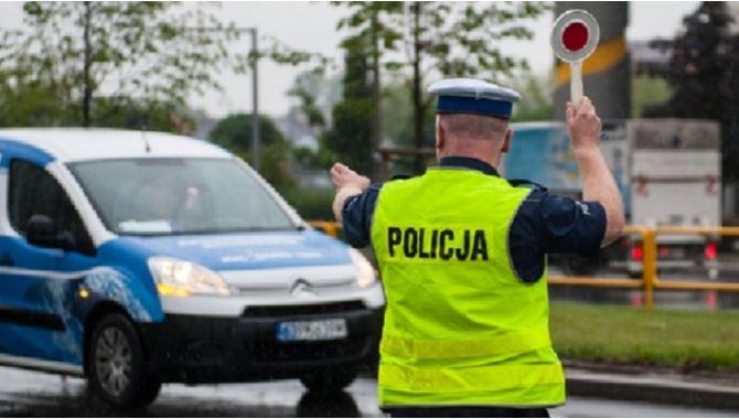 Domowe awantury, wypadki i jazda na podwójnym gazie. Policja podsumowała świąteczny weekend - Zdjęcie główne