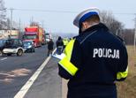 Opel uderzył w drzewo. Jedna osoba ranna - Zdjęcie główne