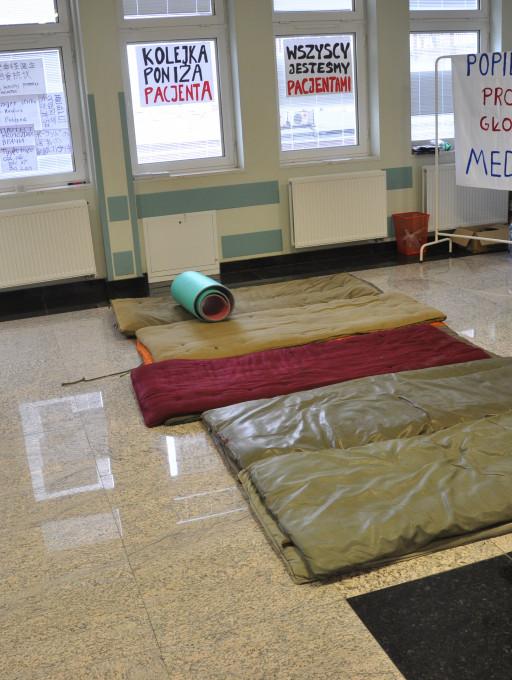 Protest w szpitalu na Winiarach - Zdjęcie główne