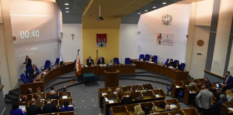 Sesja rady miasta się odbędzie, ale będzie okrojona  - Zdjęcie główne