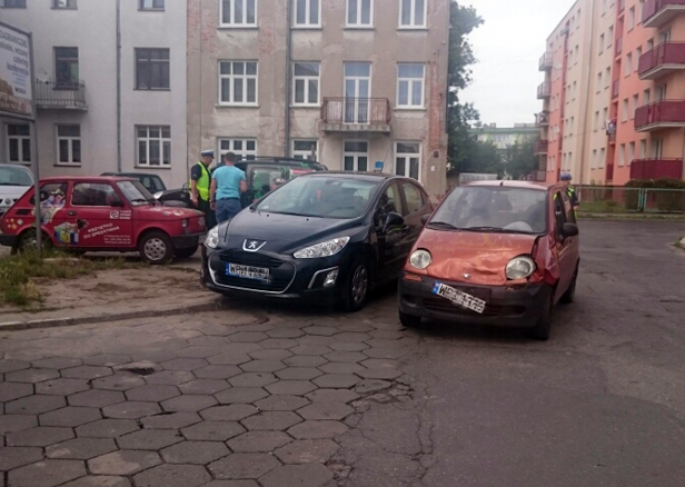 Zderzenie dwóch aut w centrum [FOTO] - Zdjęcie główne