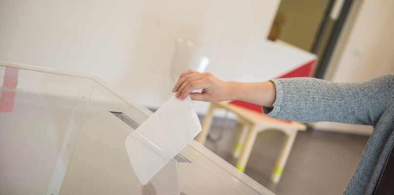 Prawie 25 tys. uprawnionych płocczan zagłosowało do 12:00 [DANE PKW] - Zdjęcie główne