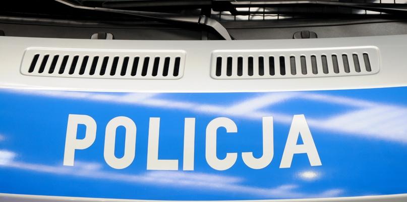 Nietrzeźwy kierowca ściął dwie latarnie i rozbił auto - Zdjęcie główne