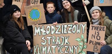 Młodzież protestowała na starówce: - Niech nas usłyszy cały Płock! [FOTO] - Zdjęcie główne