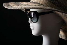 Białe kontra czarne - współczesne manekiny - Zdjęcie główne