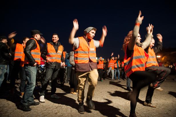 Ponad 200 osób na marszu poparcia [FOTO] - Zdjęcie główne