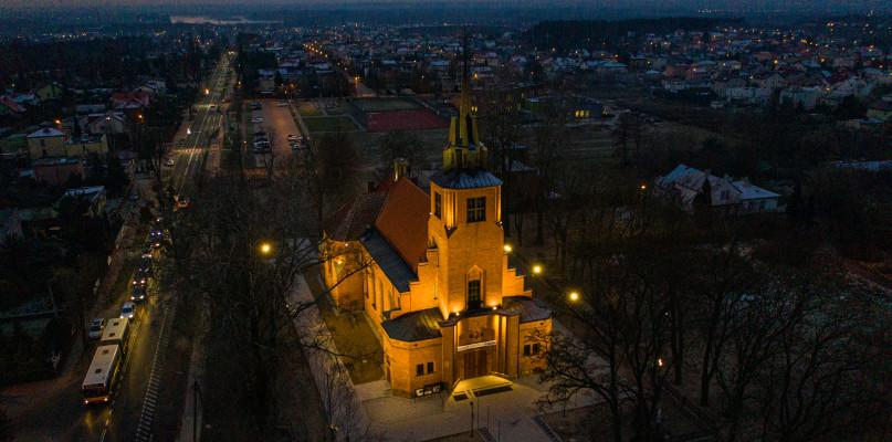Płock ma kolejną wizytówkę. Kościół zyskał iluminację  - Zdjęcie główne