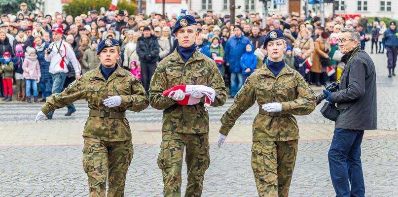 Cztery zwrotki hymnu, w tym jedna a cappella. 11 listopada w Płocku [FOTO] - Zdjęcie główne