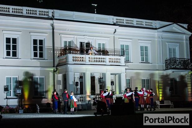 Pałac jak nowy.Z muszlą, parkiem, boiskiem - Zdjęcie główne