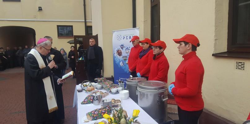 Ponad 200 osób zjadło śniadanie na świeżym powietrzu - Zdjęcie główne