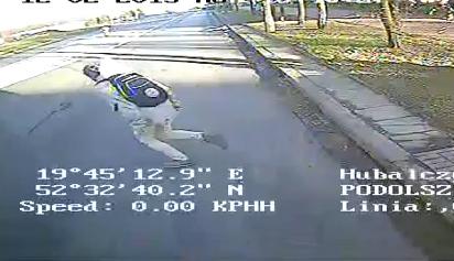Pieszy wpadł prosto pod nadjeżdżające auto - Zdjęcie główne