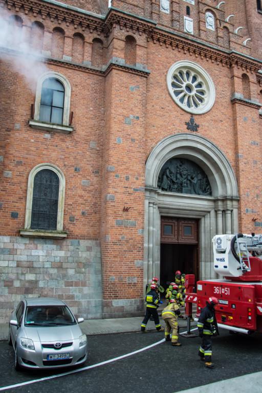 Strażacy ćwiczyli na wypadek pożaru w katedrze - Zdjęcie główne