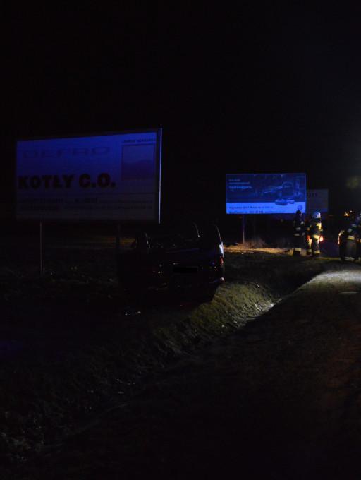 Dachowanie auta w Cekanowie, są ranni - Zdjęcie główne