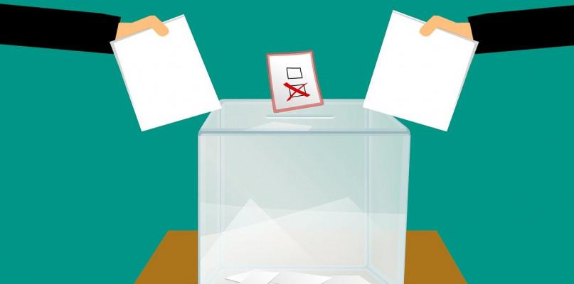 W Płocku głosowało już prawie 54 procent uprawnionych [DANE PKW] - Zdjęcie główne