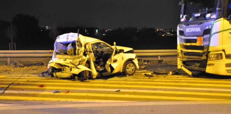 Cztery pojazdy zderzyły się na obwodnicy. Gigantyczne utrudnienia w ruchu [FOTO] - Zdjęcie główne