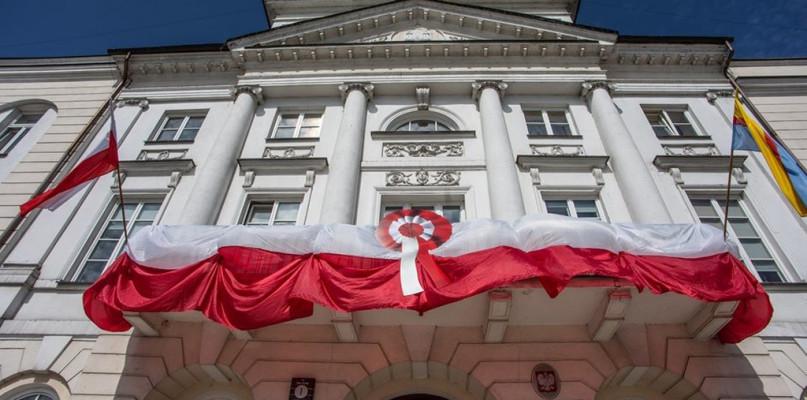 Dzień flagi. Płocki wątek i Biało-Czerwona w Berlinie w 1945 r. - Zdjęcie główne
