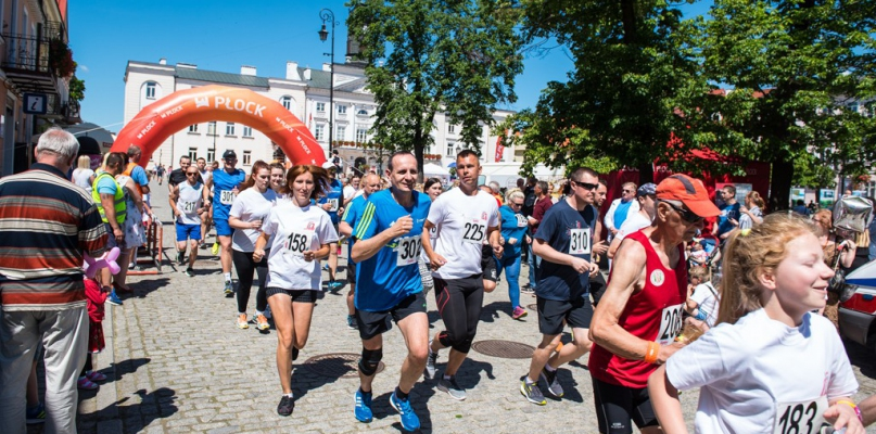 Kilkadziesiąt osób wystartowało w biegu na starówce [FOTO, WIDEO] - Zdjęcie główne