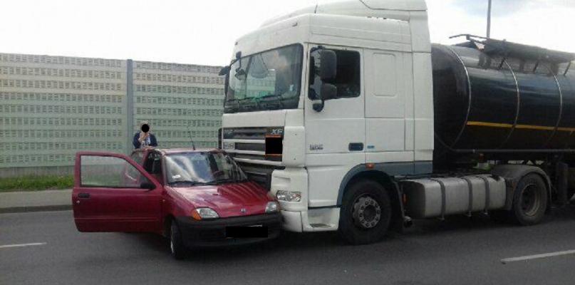 Kolizja na Wyszogrodzkiej. Tir zderzył się z autem osobowym - Zdjęcie główne